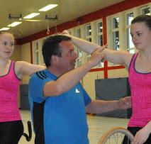 Markus Bauchrowitz coacht Kunstradsportlerinnen